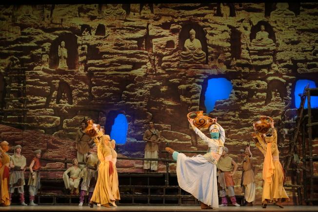 舞劇「大夢敦煌」,多樣舞蹈元素展現敦煌深厚文化。(記者金春香/攝影)