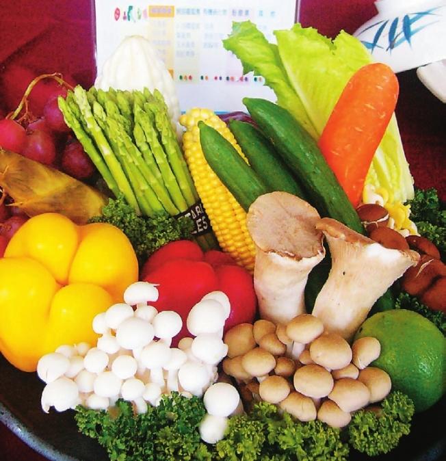 多以蔬果入年菜,就可健康無負擔。 (本報資料照片)