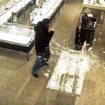 Bloomingdale's被砸 搶走8萬元珠寶