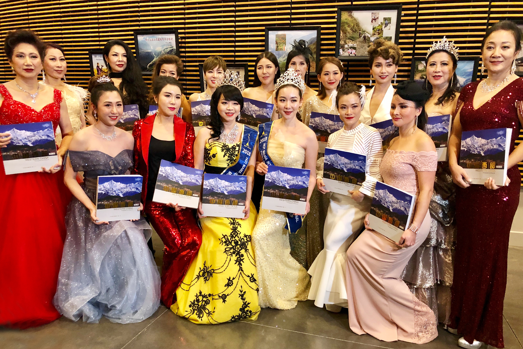 參賽的國際辣媽們支持組委會向中國西部貧困地區捐款。
