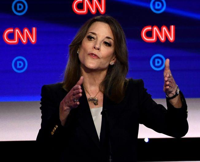民主黨總統參選人之一、暢銷書作家瑪麗安•威廉森宣布退出民主黨總統初選。(美聯社)