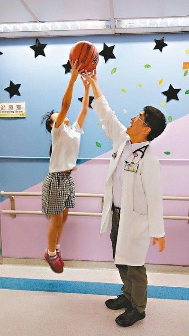 醫師表示太早練肌肉小心長不高。 (本報資料照片)