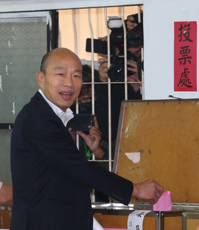 國民黨總統候選人韓國瑜在高雄林園普願寺,投票。(記者林澔一/攝影)