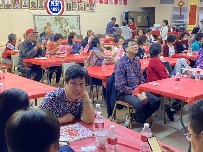 安良工商會美亞美分會新春團拜聚餐現場一景。(孫博先提供)
