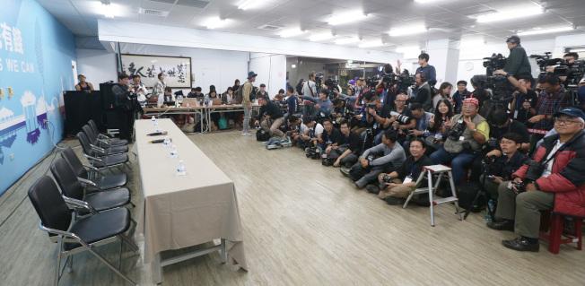 韓國瑜宣布敗選後,原本預定的中外記者會也取消,讓上百位記者空等。記者劉學聖/攝影