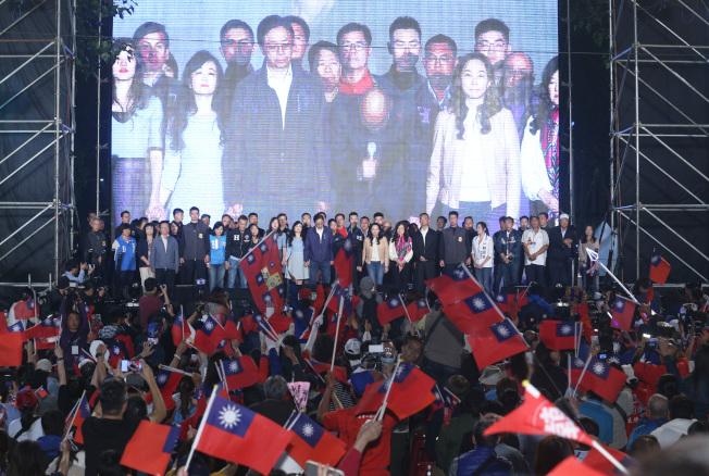 韓國瑜上台宣布敗選。記者劉學聖/攝影