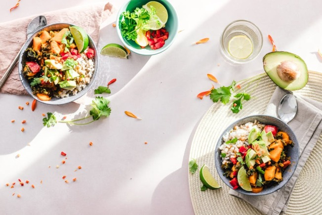 飲食中可以攝取蔬果,讓每天都容光煥發。(pexels)