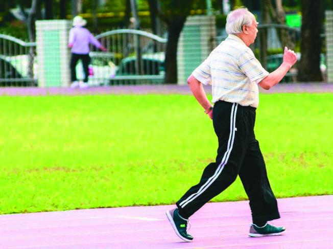 糖尿病友容易失智,建議多運動、健康飲食、休閒減壓,延緩認知功能退化。(本報資料照片)