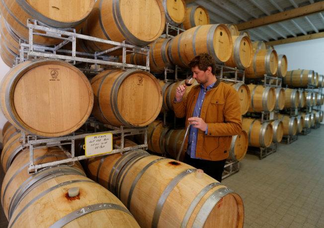 羅馬帝國時期的人類就懂得將葡萄酒以木桶保存,此方式沿用至今。(路透)