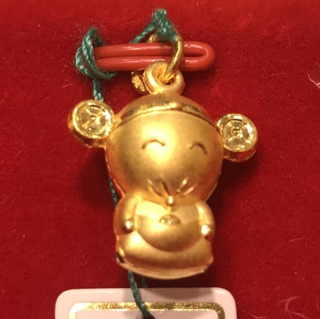 鼠生肖的金飾,造型可愛。(熊傳慧/攝影)