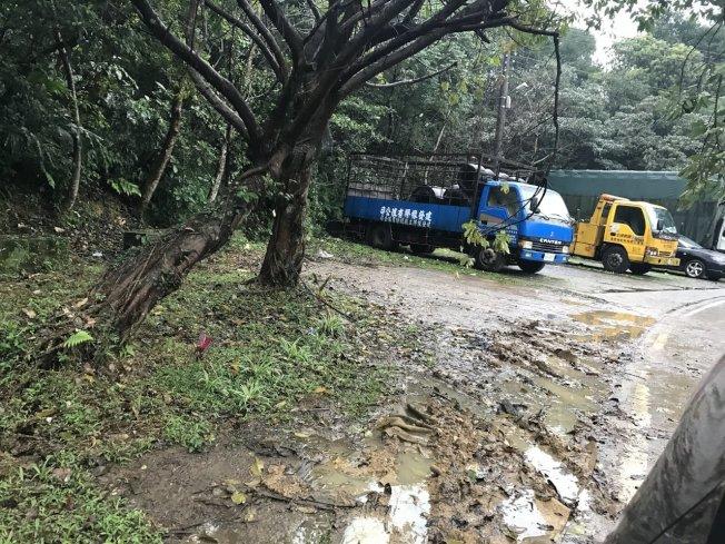 警方在基隆七堵山區自強產業道路樹叢,找到鄧女被分屍的遺體。聯合報系資料照/記者吳淑君攝影