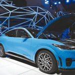 各大車廠推新款混合動力、電池驅動車 衝刺銷售量