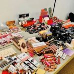洛市抄大批中國仿冒化妝品