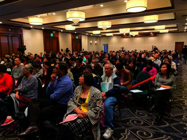 南加州中美會計師協會講師團12日舉辦公益稅務及理財講座,現場座無虛席。(記者張越/攝影)