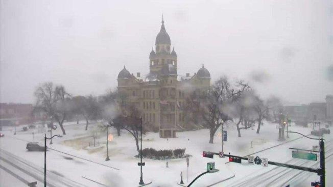 丹頓縣法院變成雪中城堡,讓人驚艷。(NBC5電視台)