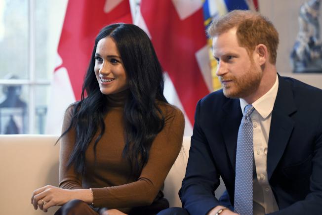 英國王子哈利和梅根夫妻拋出震撼彈,想拋棄王室高級成員身分,並尋求財政獨立,CNN認為兩人可能會透過經營社群、出書、演講等方式,賺自己的錢。  美聯社
