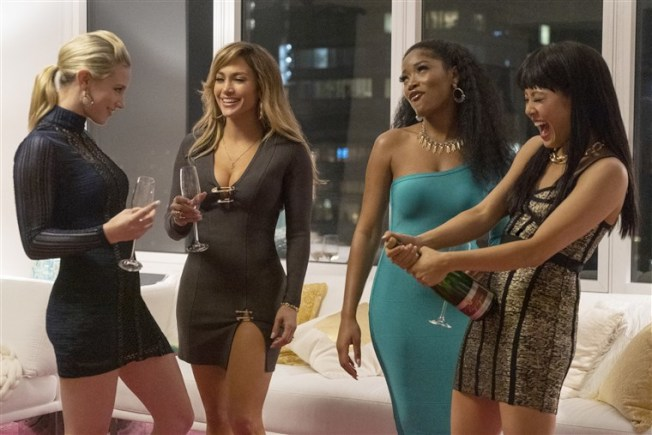 珍妮佛洛佩茲(左2)在「舞孃騙很大」表現傑出,卻意外與奧斯卡獎失之交臂。圖/Catchplay提供