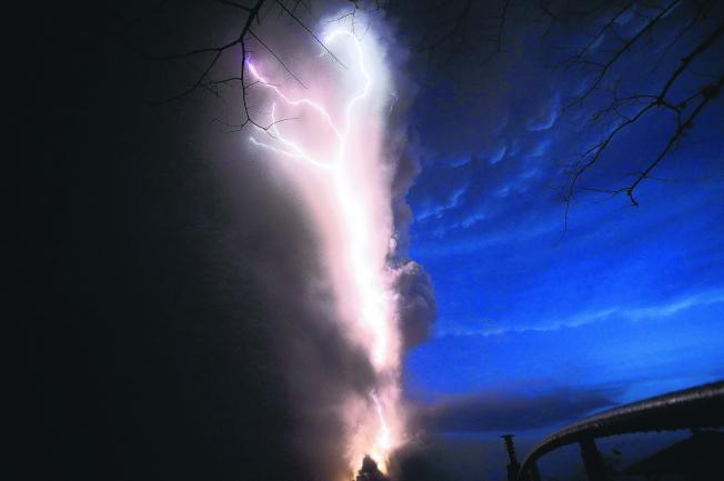 菲律賓塔爾火山爆發。(美聯社)