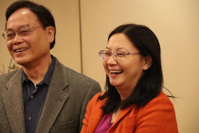 亞特蘭大華僑文教中心主任傅瑾玲(右)調職回台灣歡送餐會,左為郭榮太。(記者陳淑玲/攝影)