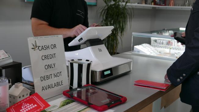 就算不少店都是用现金结账,想要逃税也是不可能的,因为每一克大麻产品的去向都有纪录。(记者李雪/摄影)