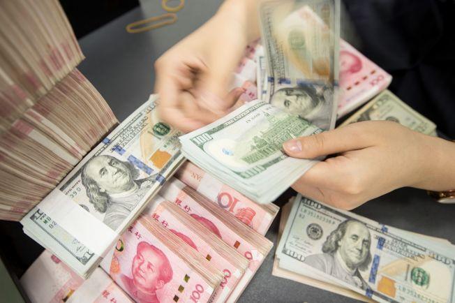 美中经过三年的谈判,终将于15日在华府签署第一阶段贸易协议。美方同时将不再把中国列入货币操纵国。(美联社)