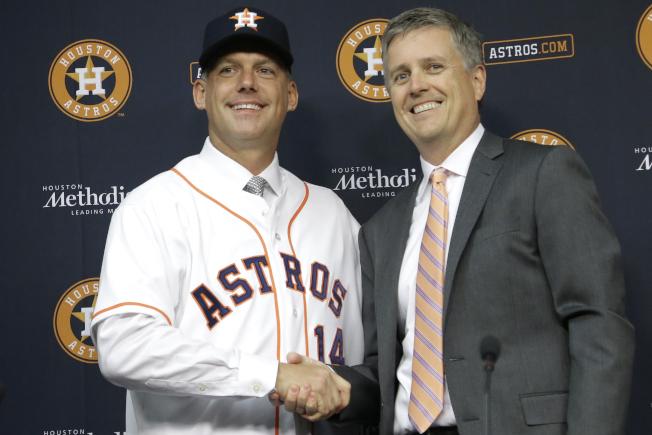 休士頓太空人隊總經理盧諾(右)遭停職一年。(美聯社)