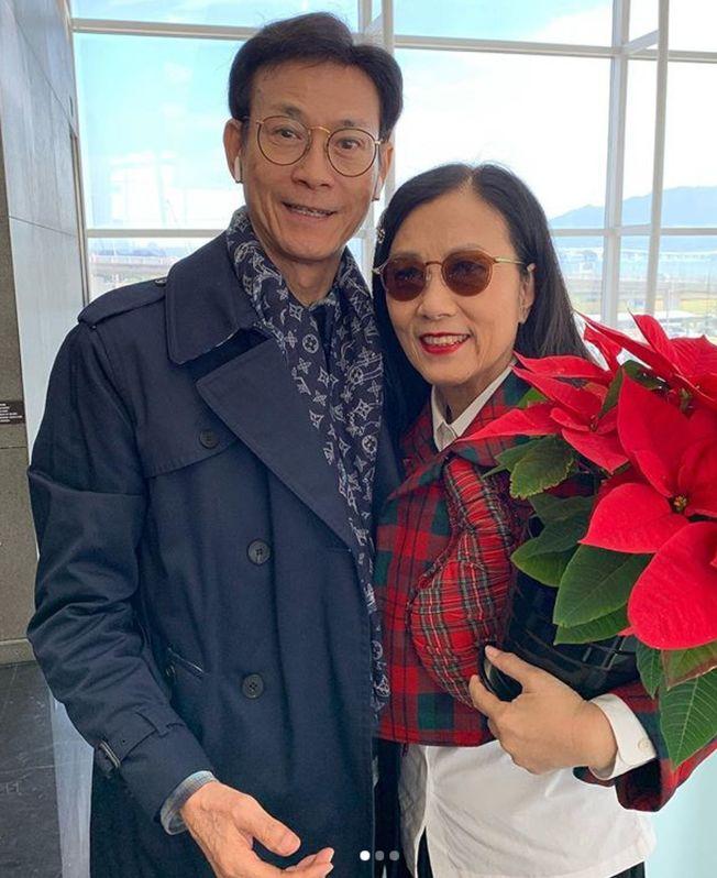鄭少秋和老搭檔汪明荃去年底曾同框合影。(取材自Instagram)