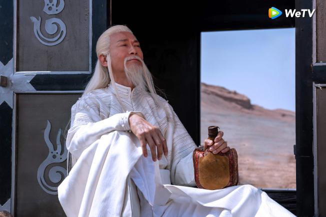 鄭少秋詮釋夫子仙風道骨竟是吃貨。(圖:WeTV提供)