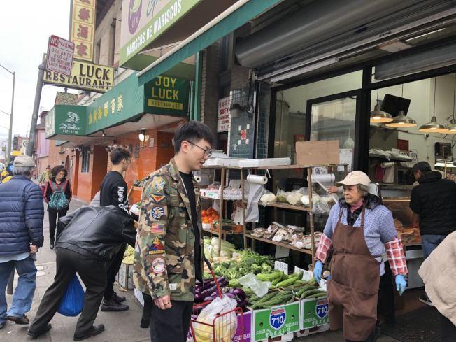 根據屋崙亞太環保網絡(APEN)的統計,從2013年到2019年8月底,華埠小商戶平均接受檢查的次數、拿到紅牌違規的總數,位列屋崙12個商業區首位。圖為華埠一超市。(記者劉先進/攝影)