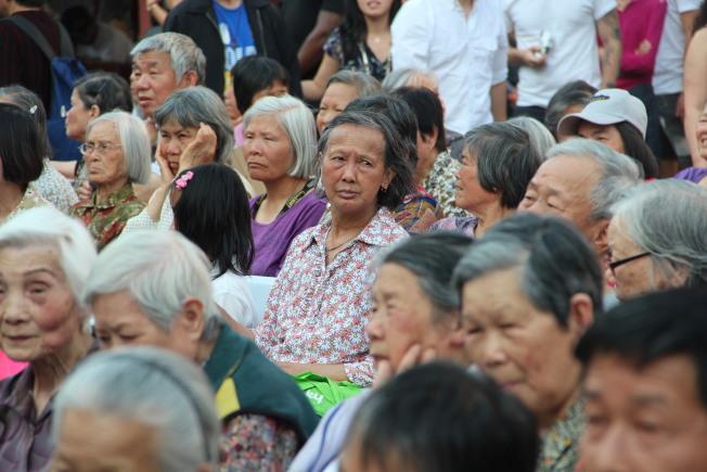 華裔長者女性經常成為暴力案件的受害人。(記者李晗╱攝影)