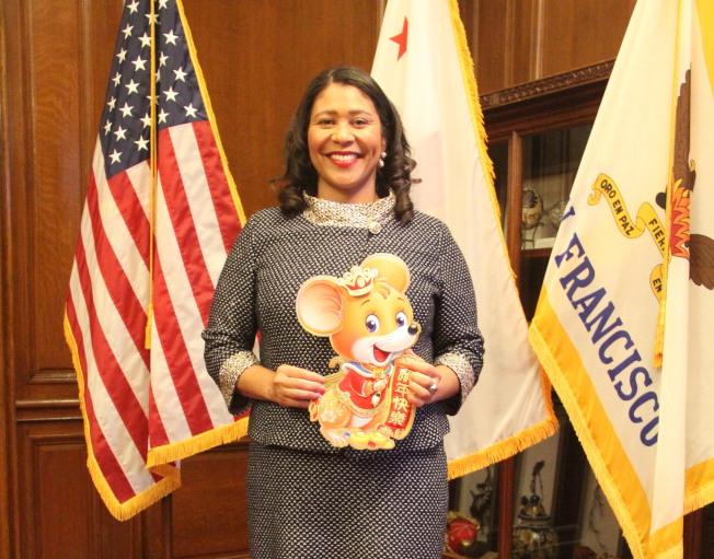 舊金山市長布里德開始新任期之後首次接受中文媒體專訪,並且提出措施,要彌合華裔社區與非裔社區的矛盾。同時她也預祝世報讀者鼠年快樂。(記者李晗╱攝影)