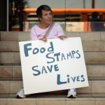 川普縮減糧食券 「打工貧民」喊苦