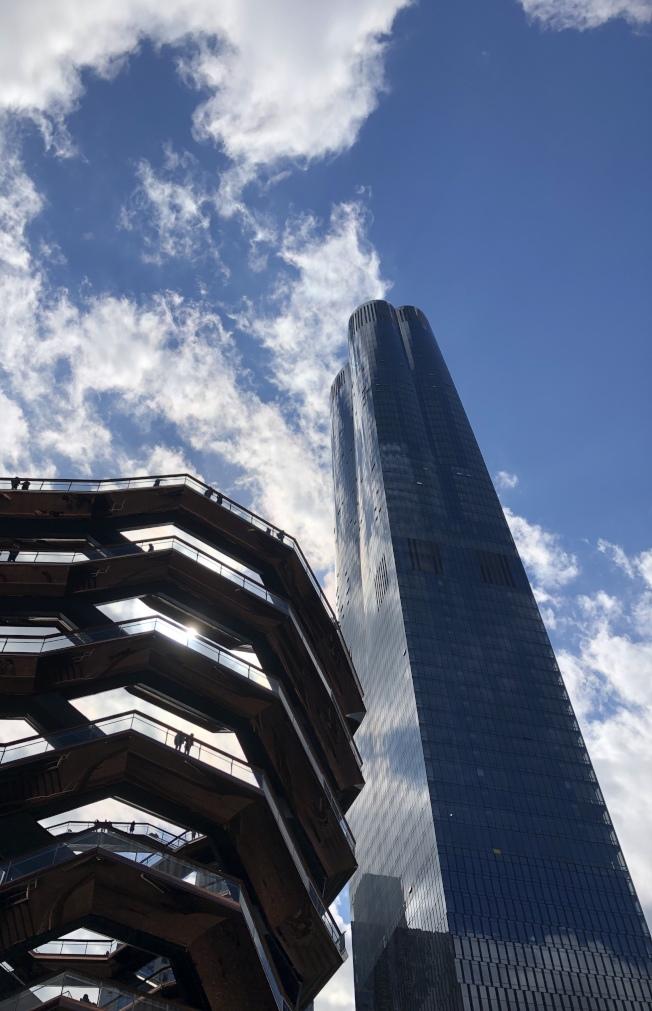 去年才落成的哈德遜園區15號88層豪華公寓,日前首套二手交易完成,由華裔買家Na Li購入。(記者洪群超/攝影)