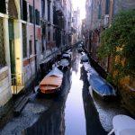 水患後2個月…威尼斯運河乾成水溝