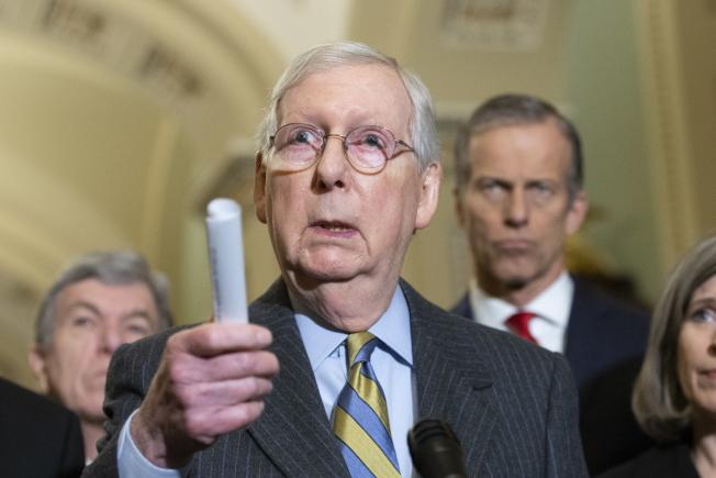 參院多數黨領袖麥康諾說,參院訂21日起審理彈劾川普總統案。(歐新社)