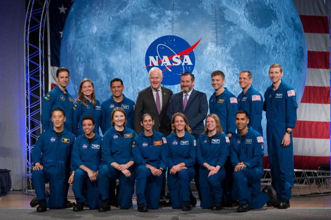 2017年班NASA太空人於上周結業,準備接受太空任務。前排左一就是韓裔的金強尼。(路透)