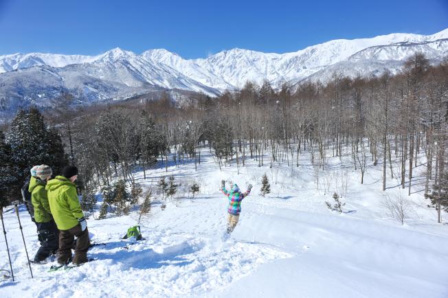 設於孤峰上的「白馬岩岳滑雪場」,景色壯觀秀麗。(圖:東南旅遊提供)