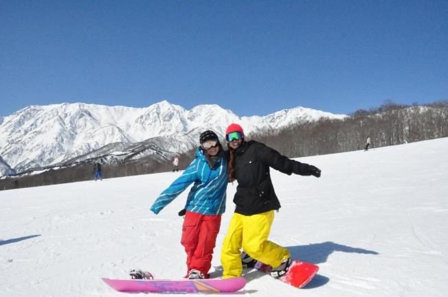 只要正確穿著服裝、配備,就可以克服雪地的低溫。(圖:東南旅遊提供)