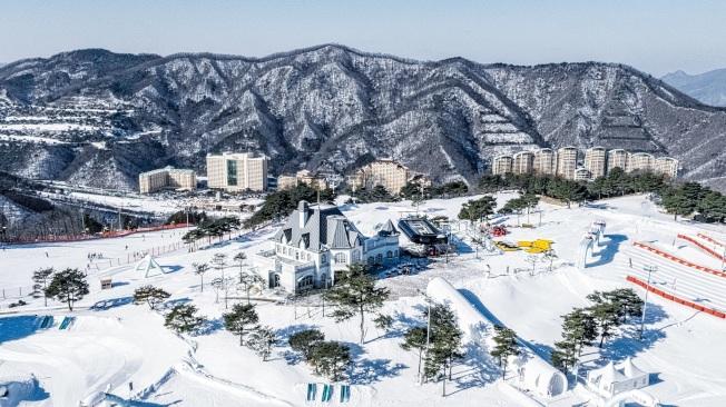 南韓的洪川大明滑雪度假村,曾被評選為南韓最佳滑雪場。(圖:可樂旅遊提供)