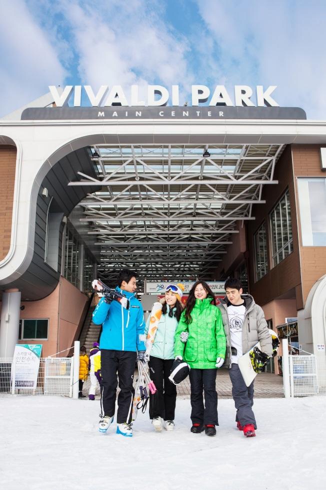 因韓劇加持,加上本身豐富的休閒項目,讓洪川大明滑雪度假村吸引許多年輕雪友。(圖:可樂旅遊提供)