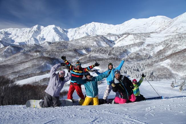 栂池高原滑雪場設有多條平坦遼闊的綠線道路,非常適合初學者。(圖:東南旅遊提供)
