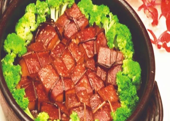翡翠東坡肉。(圖:屏科大餐旅系專技副教授陳文東提供)