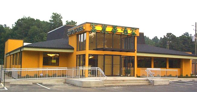 富麗華酒家位於百福大道國稅局辦事處對面,適合全家親朋好友過年聚餐。