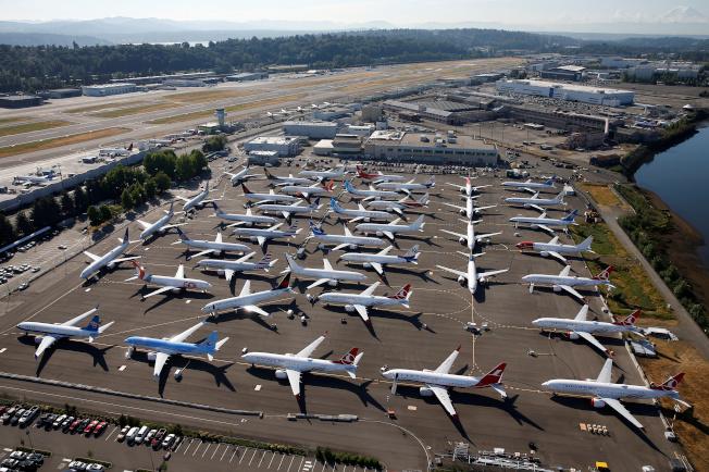 波音公司去年交機數不到空中巴士的一半,讓出全球最大飛機製造商頭銜。(路透)