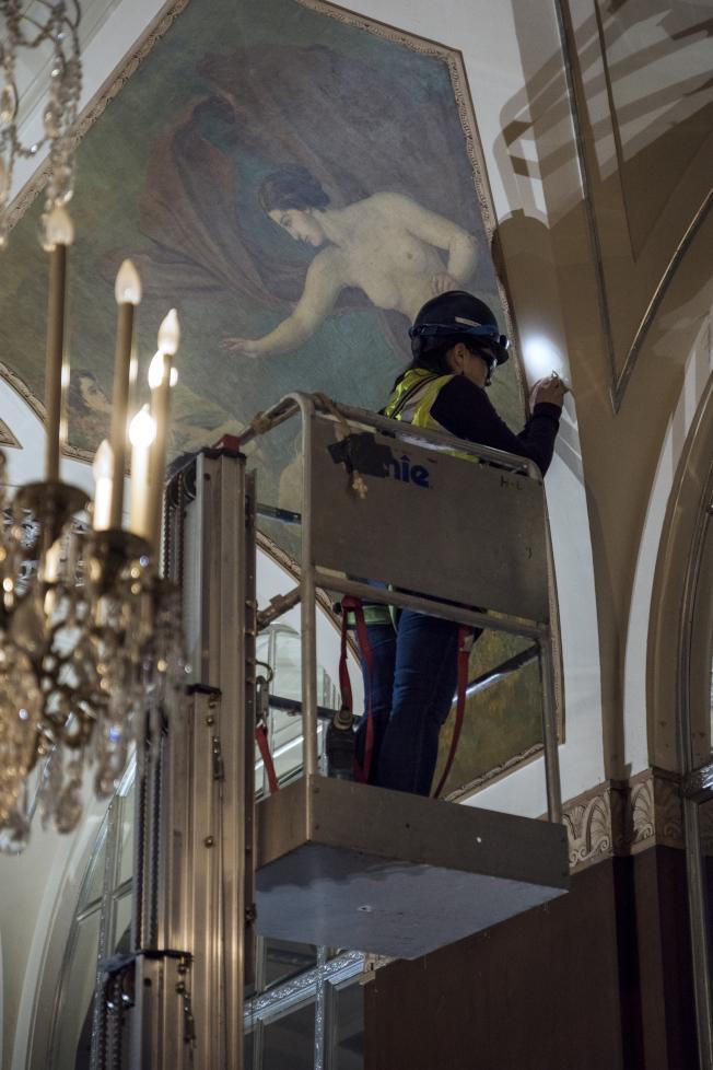 華爾道夫酒店改建工程中對原有內飾進行修復。(大家保險集團提供)