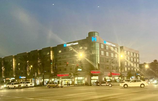 安那罕市街道夜景。(記者尚穎/攝影)
