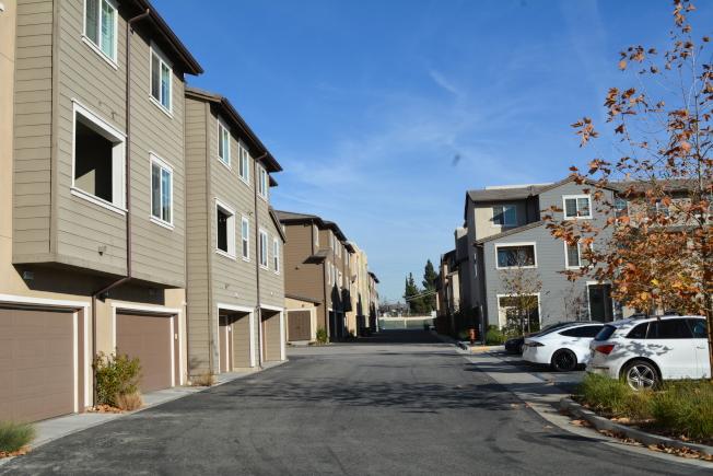 洛杉磯縣克萊蒙市(Claremont)Meadow Park全新城市聯排別墅。(記者啟鉻/攝影)