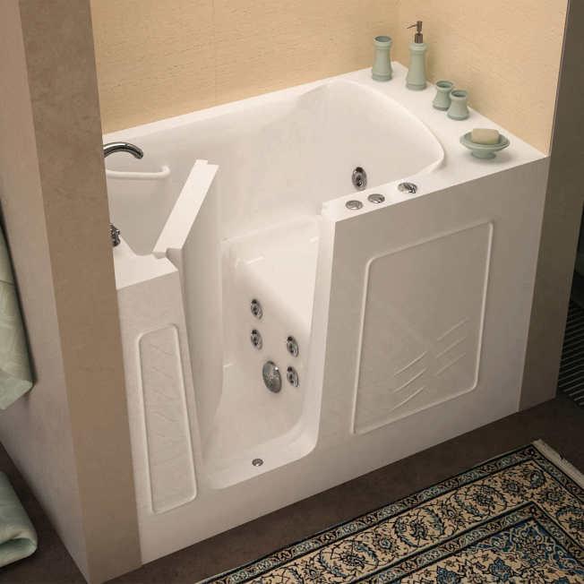 步入式的浴缸可以坐在裡面淋浴或泡澡。(圖片取自Costco官網)