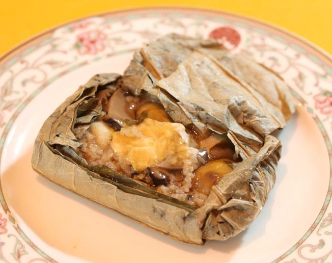 馬英九喜歡吃飯,圓山飯店特別設計充滿台灣味的國宴菜色「飄香荷葉飯」。(本報資料照片)
