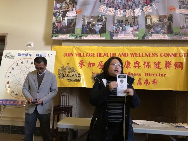 市第二區議員勵琪華埠聯絡員Linna Lin(右)說,華埠Madison公園附近,在13日一天發生四起針對華裔老人的搶劫。(記者劉先進 /攝影)
